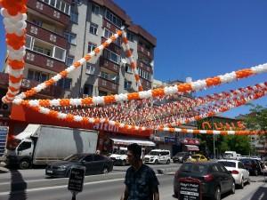 Market açılışına balon süsleme